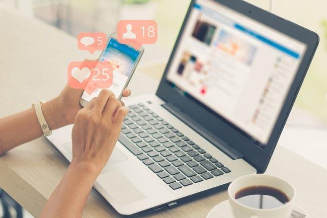 Durch Social Media Einbindungen auf Ihrer Website können User mit Ihnen interagieren. Bild von ©Urupong – de.fotolia.com